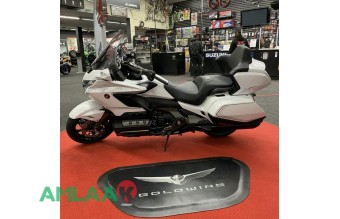 2020 Honda goldwing available +971557337543
